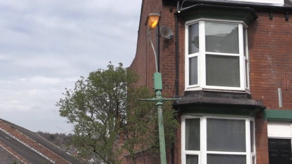 Local residents fight to keep old street lights